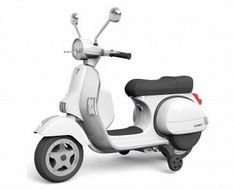 Vespa électrique blanc pour enfant avec petites roues d'entrainement